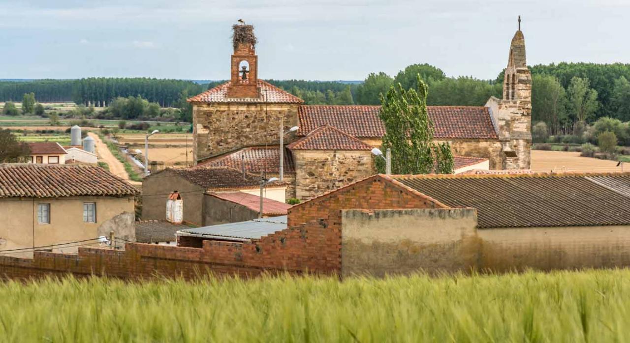 Presupuestos Asturias IRPF 2020. Imagen de iglesia en zona rural