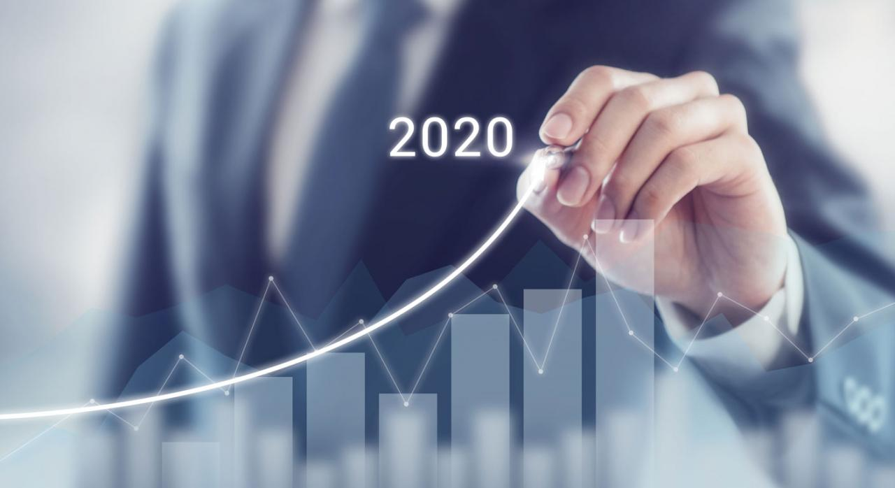 Bizkaia aprueba los coeficientes del IS e IRPF para 2020. Imagen de mano trazando curva de crecimiento en pantalla de cristal
