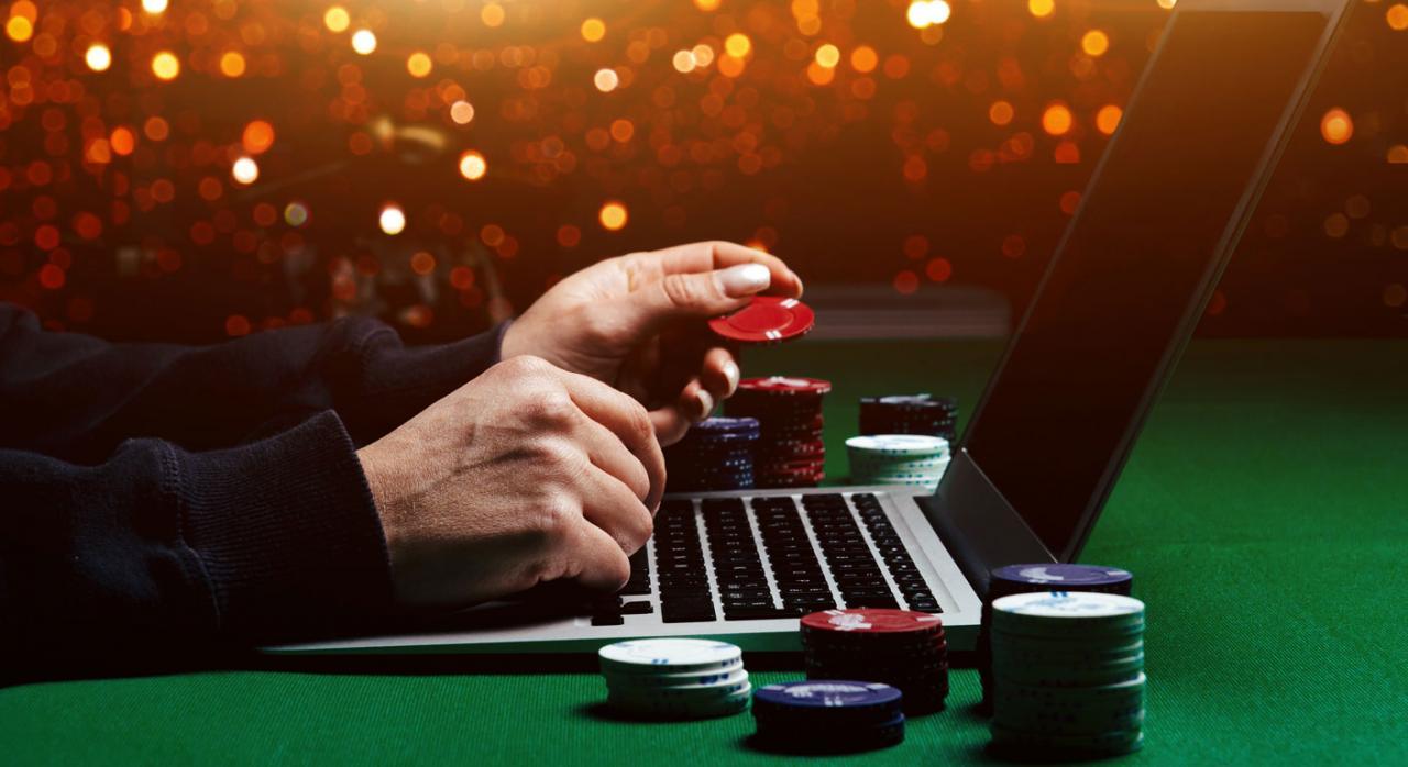 IVA, BWIN, Gibraltar, juego on line. Imagen de persona jugando al poker