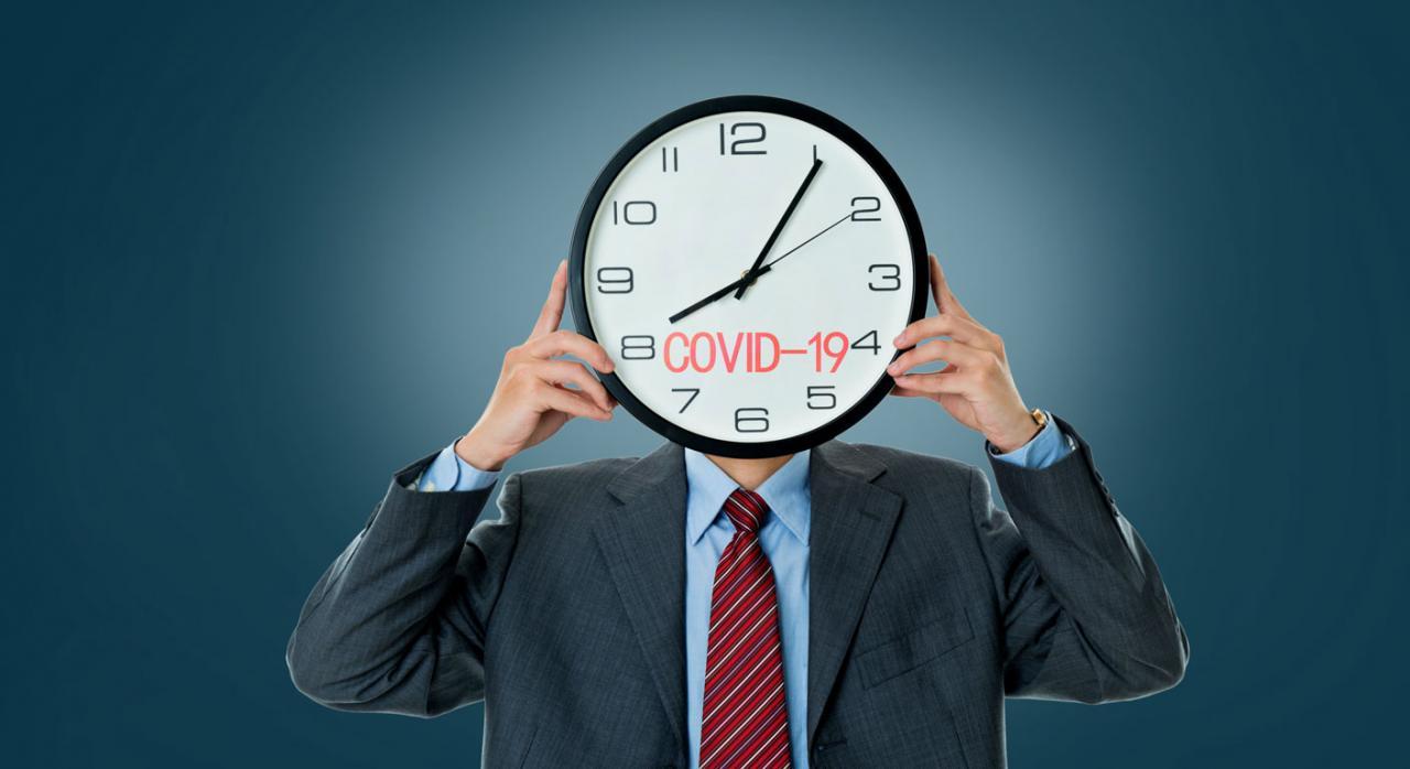 Bizkaia extiende el plazo de pago de liquidaciones. Imagen de un señor donde en su cara aparece un reloj