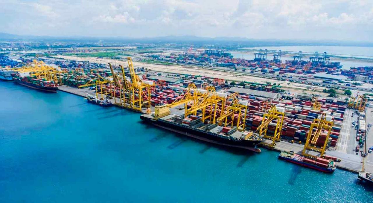 Modificaciones IS relativas a autoridades portuarias. Vista de un puerto portuario