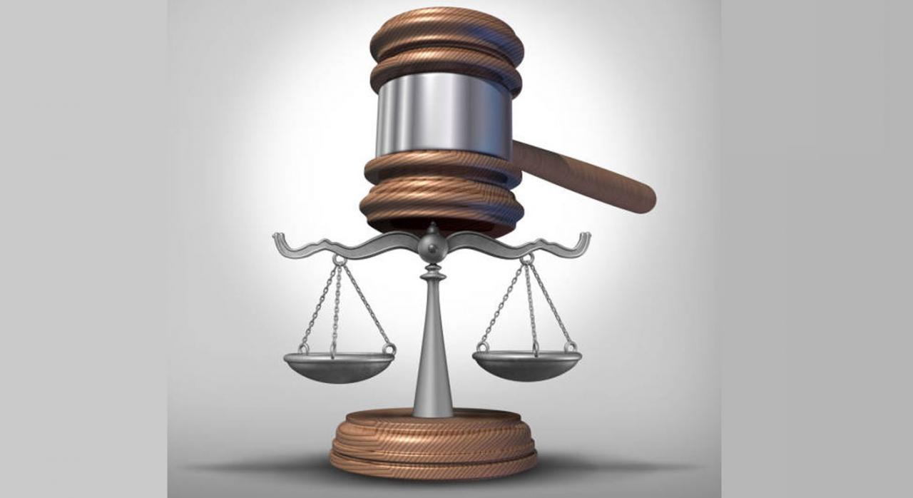 Nuevos pronunciamientos del TS publicados durante la segunda quincena del mes de noviembre 2020. Imagen de maza sobre balanza de Justicia