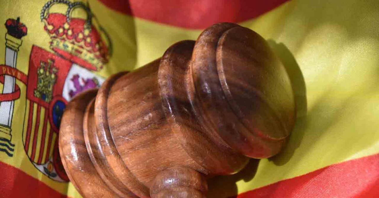 Pronunciamientos del TS durante los primeros días de octubre 2020. Imagen de la bandera de España con un mazo