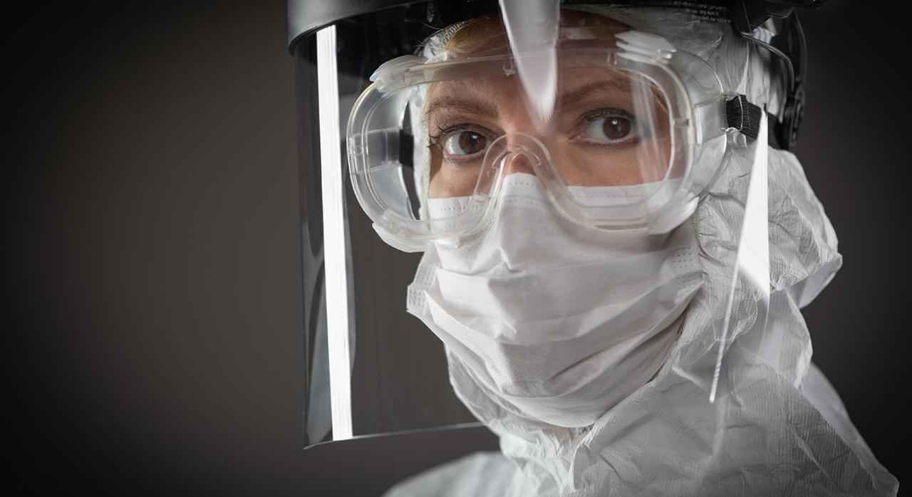 Bizkaia, pago fraccionado en el IS, medidas tributarias de reajuste,IS, IRPF, ISD, ITP y AJD, COVID-19. Imagen de una mujer que usa máscara facial protectora
