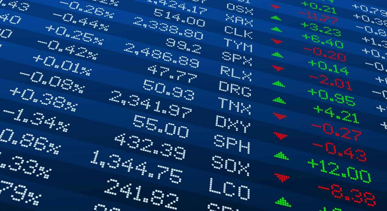 Información beneficiarios acciones. Pantalla con códigos bursátiles, con cifras en rojo y verde
