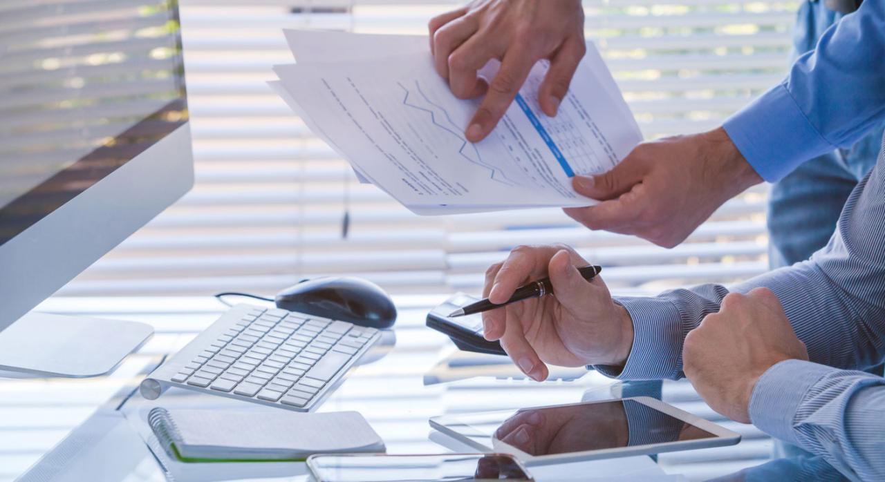 Control tributario, IVA, IS. Imagen de equipo de personas que trabaja