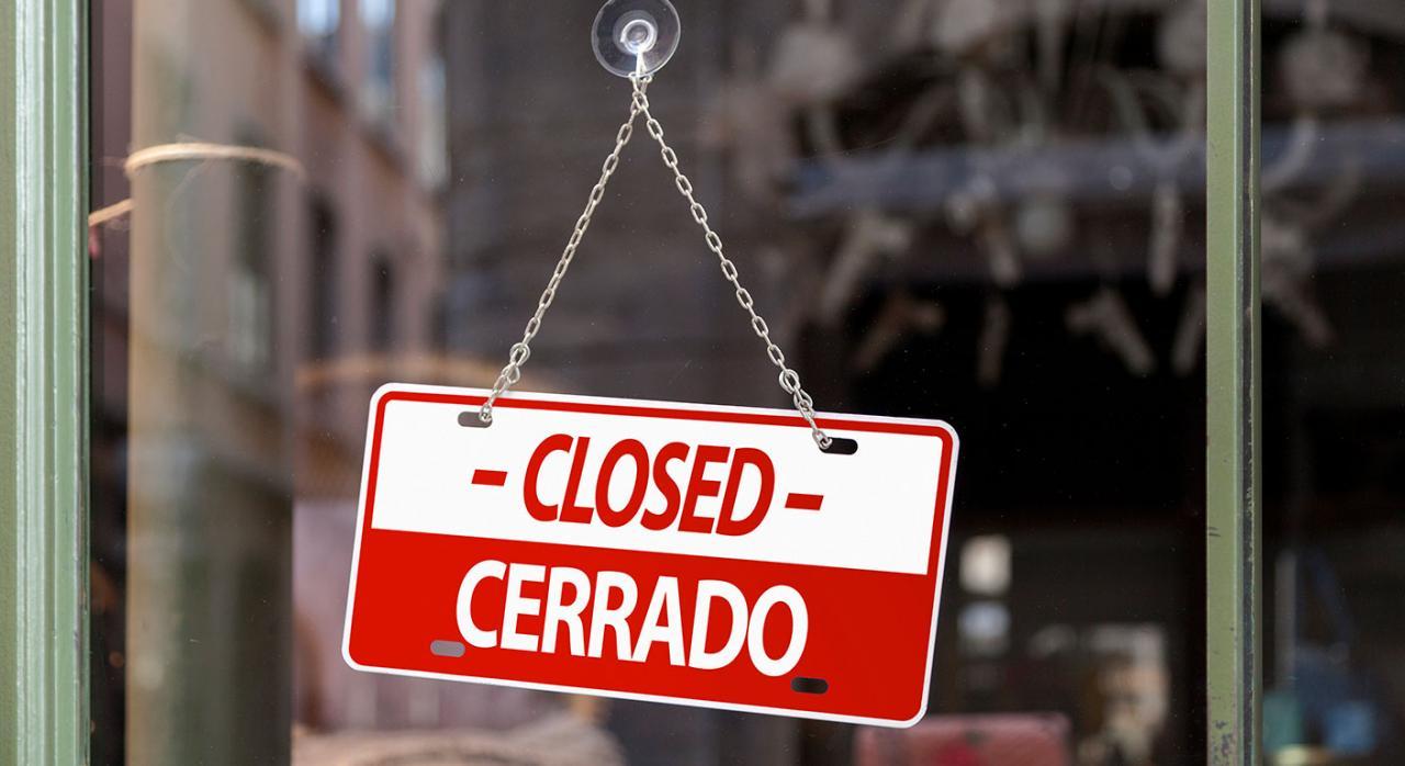 Coronavirus medidas Murcia. Imagen de un cartel de cerrado