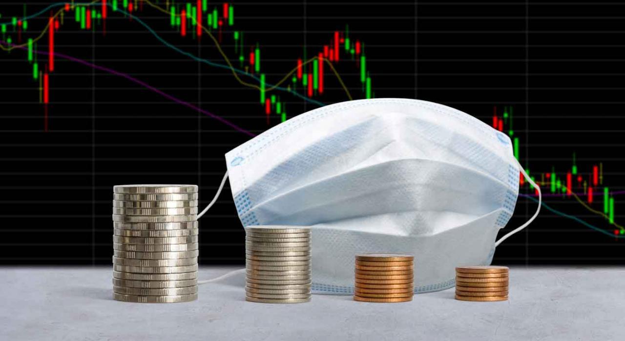 Modelos 200, 220, Bizkaia, IS, IRNR, plazo, deducción extraordinaria. Gráfico en caída, una mascarilla y unas monedas colocadas de mayor a menor valor