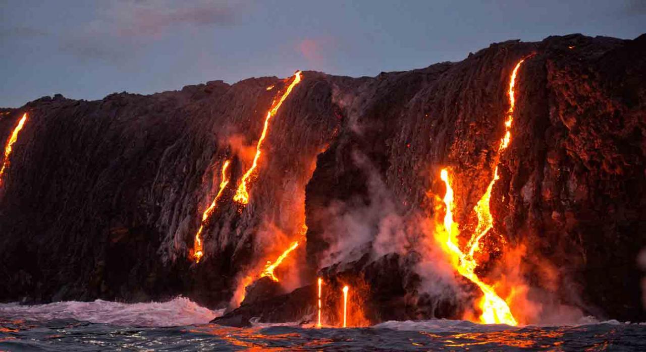 aplazamiento palma. Imagen del volcán en erupción Cumbre Vieja en la isla de La Palma