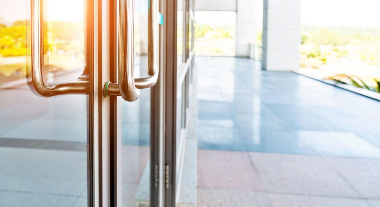 Dgt rioja cerrada. Imagen de unas puertas cerradas