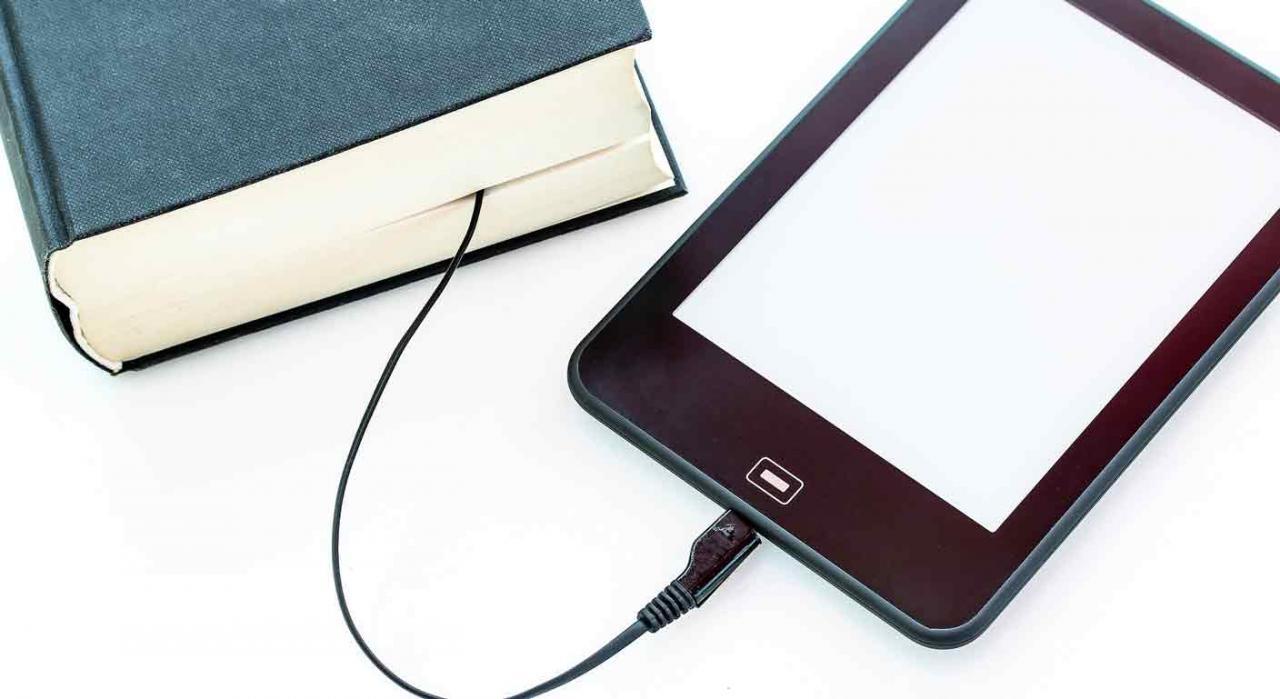 E-Learning: las publicaciones, aun en el ámbito de un servicio electrónico, tributan al 4% en IVA. Imagen de un libro electrónico