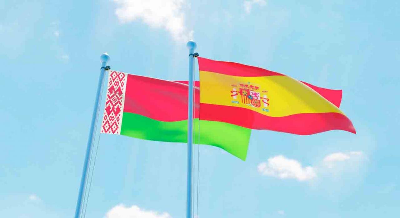 Convenio doble imposición. Banderas de España y Bielorrusia