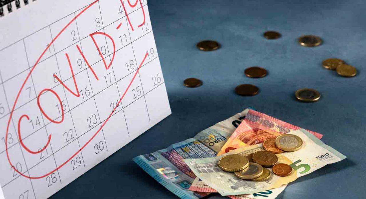 Ingreso mínimo vital. Calendario de sobremesa con la palabra Covid-19 escrita en rojo y unos euros al lado