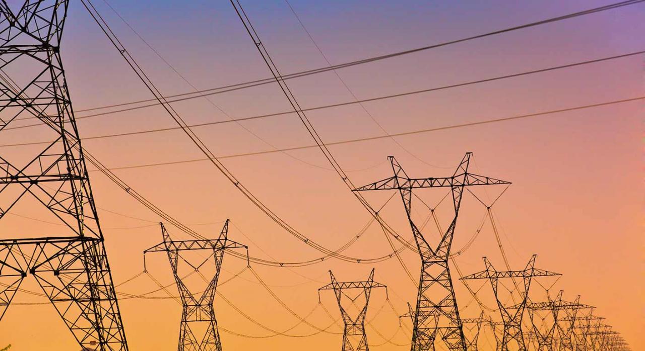 Impuesto especial electricidad. Imagen de líneas de alta tensión