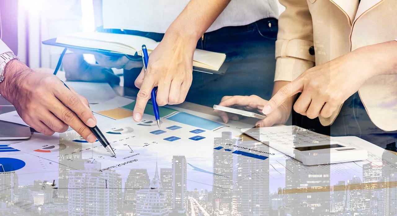 Información planificación fiscal agresiva. Imagen de una reunión de trabajadores planificando