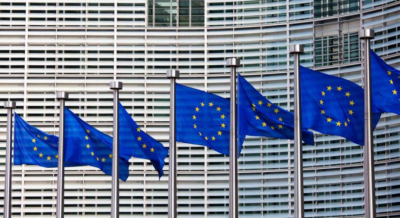 Intercambio información. Imagen de banderas de la unión europea
