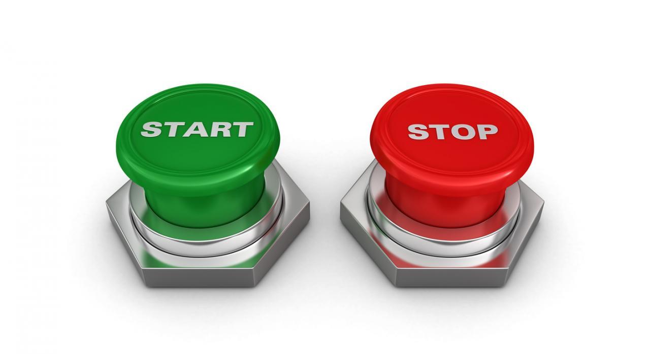 Representación de la interrupción del procedimiento sancionador a través de una imagen con dos botones, uno de star y otro de stop sobre fondo blanco