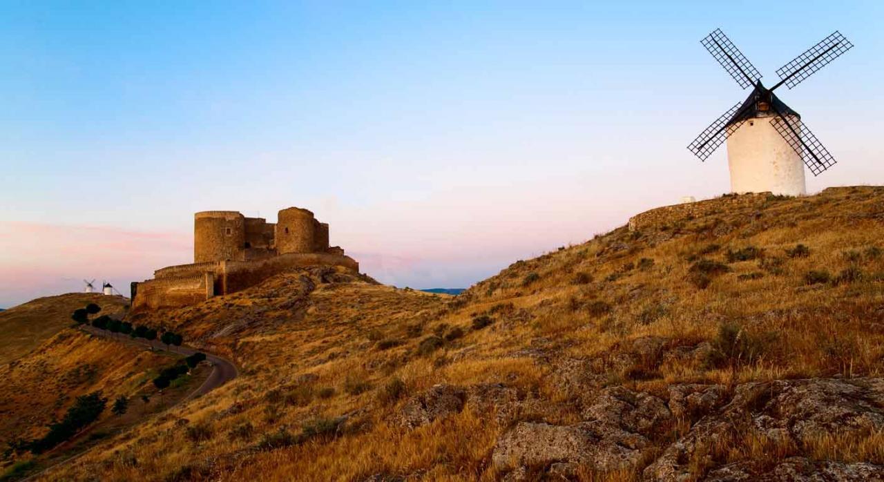 Beneficios fiscales. Mecenazgo en Castilla-La Mancha. Imagen de castillo medieval y molino de harina
