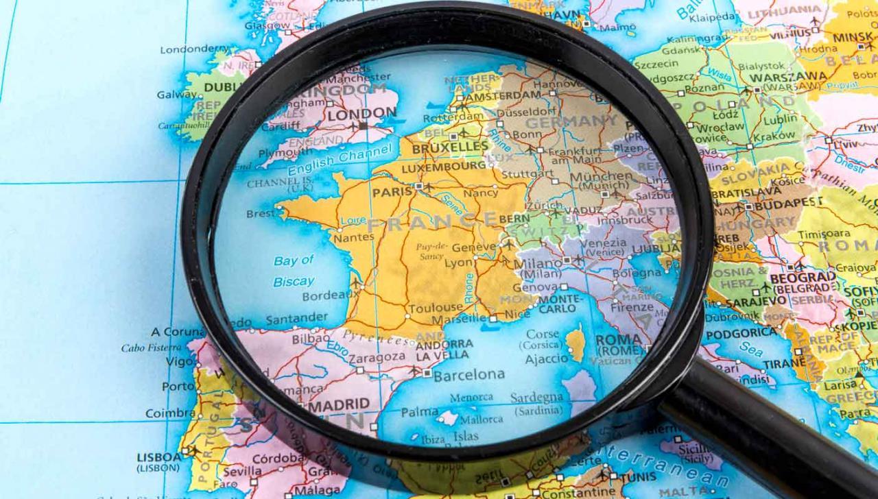 modelo 231 país. Una lupa sobre el mapa de Europa