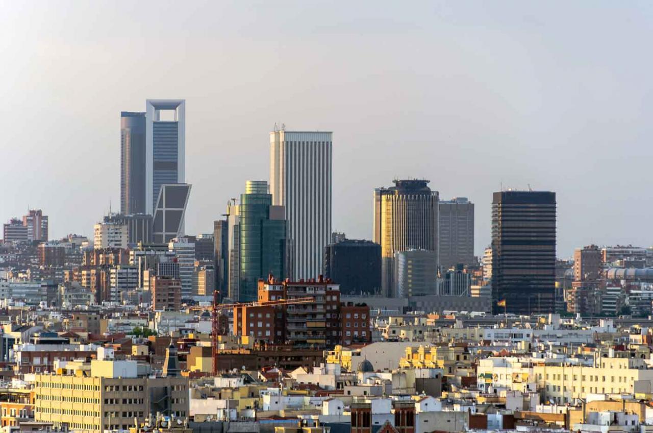Medidias fiscales y catastrales 2020. Imagende una ciudad con edificios