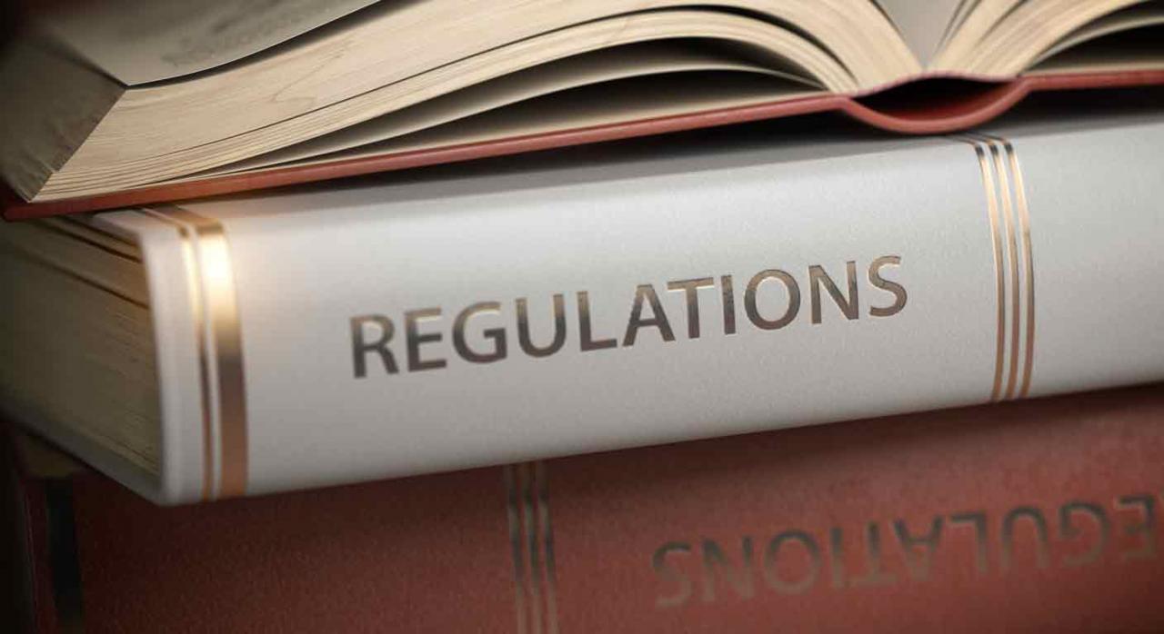 Medidas fiscales. Lomo de unos libros con la palabra Regulation