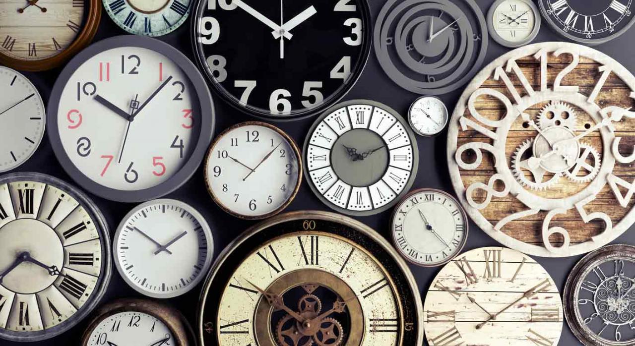 Rioja tributos cedidos. Diferentes esferas de relojes. Concepto de tiempo