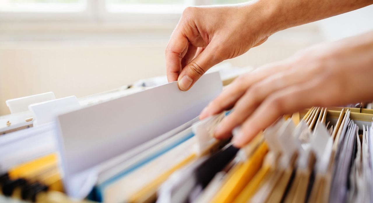 Proyecto de Orden de modificación de los modelos 156, 180, 182, 187, 189, 198, 289 y 296. Imagen de armario con archivos en papel