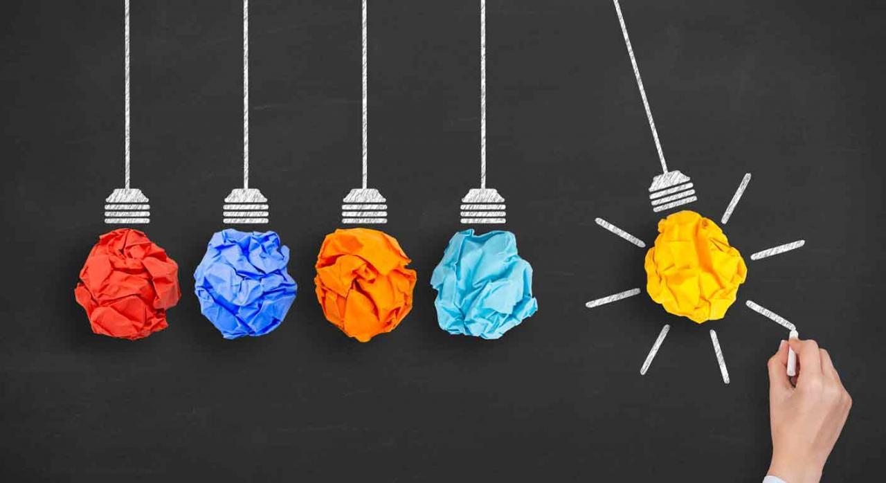 Rendimientos irregulares, fondos de inversión alternativa. Bombillas hechas con bolas de papel de colores sobre pizarra