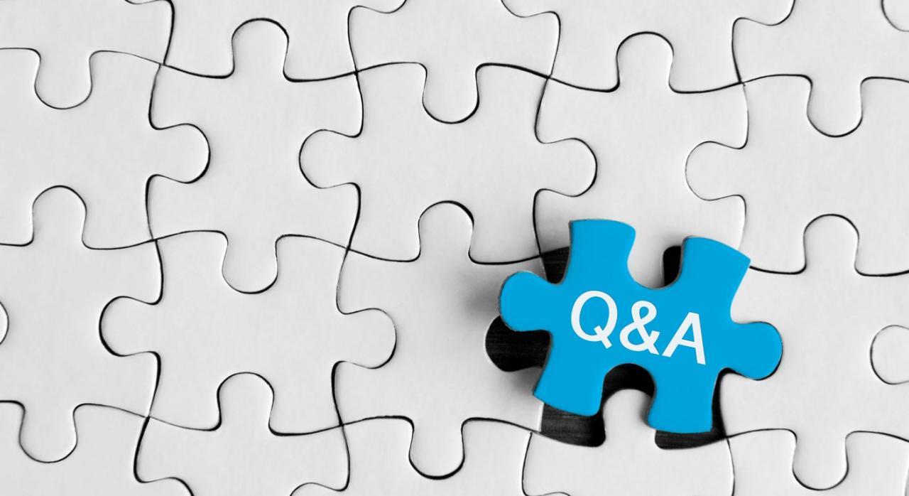 Preguntas frecuentes AEAT sobre plazos de actuaciones y procedimientos tributarios. Imagen de piezas de puzzle grises destacando una azul en encaje