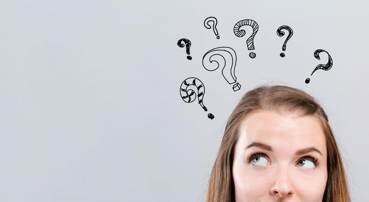 Preguntas frecuentes de la AEAT sobre los aplazamientos de deudas. Imagen de mujer con dibujos de signo de interrogación sobre la cabeza