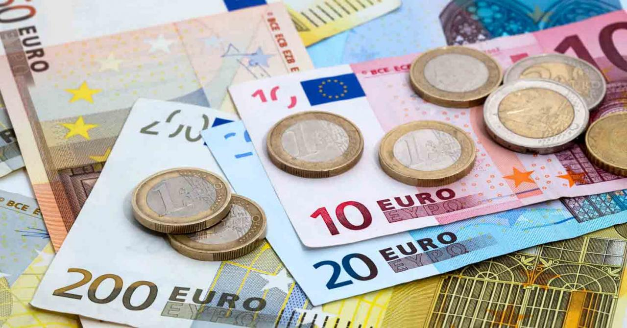 Proyecto de Ley contra el fraude fiscal. Imagen de billetes y monedas