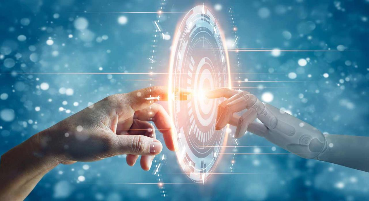 La DGT empieza a contestar preguntas sobre el Impuesto sobre Determinados Servicios Digitales. Imagen de 2 manos humana y robótica tocando una conexión digital a la red