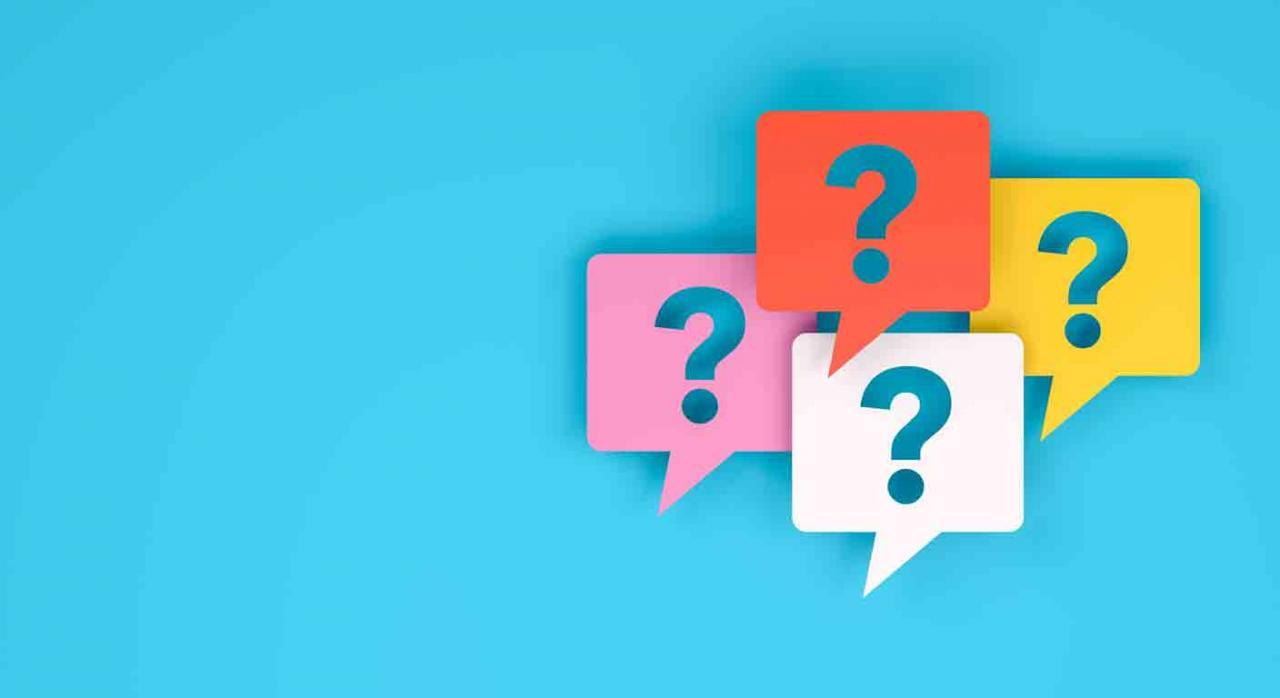 Preguntas frecuentes transacciones. Signos de interrogación dentro de una burbuja de habla de diferentes colores