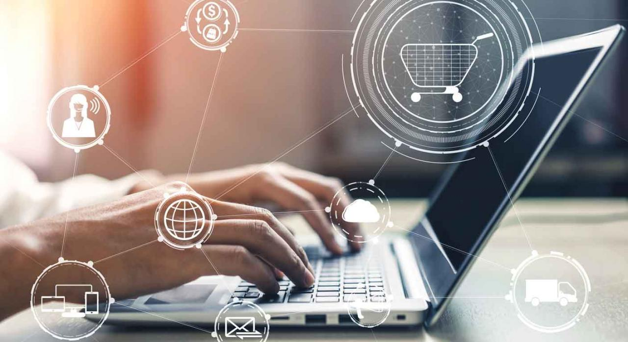 IVA transposición directivas. Manos de un hombre sobre un portátil, concepto en iconos flotando de tecnología, negocios, comunicación