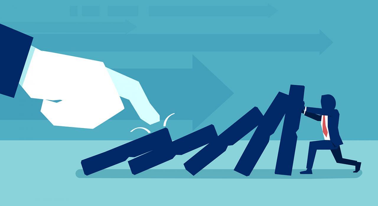 TS, procedimiento sancionador, notificación, liquidación tributaria. Imagen de una mano empujando un dominó