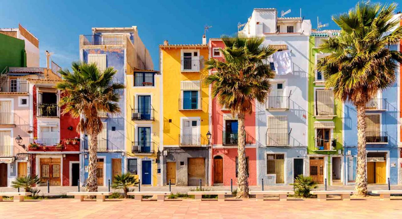 Modelo 179 plazo. Imagen de las casas de colores de Villajoyosa